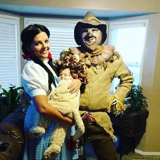 9 Wizard of Oz Family Halloween Costumes
