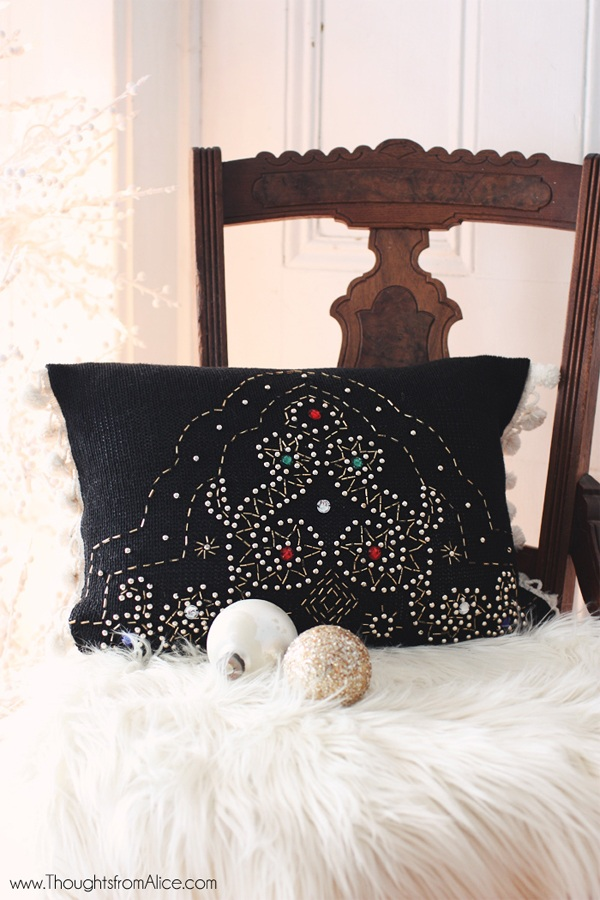 19 Christmas Throw Pillows