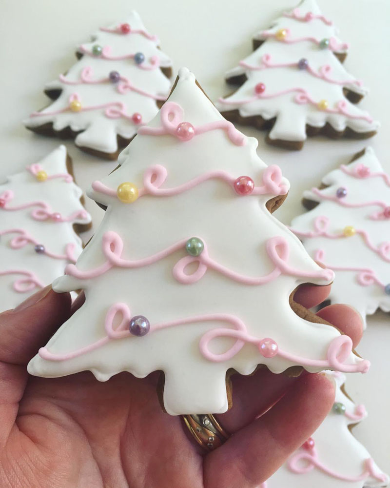 40 The Cutest Snowy Trees Cookies