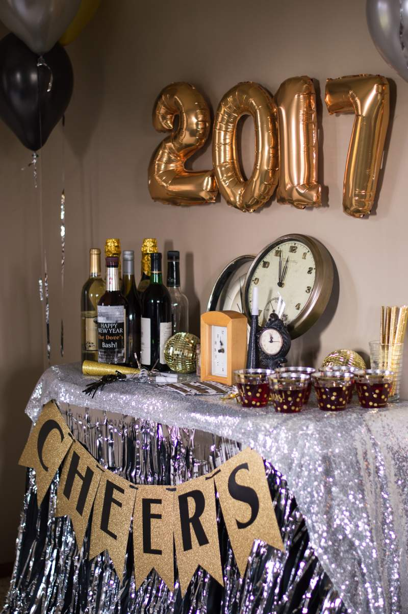 29 New Years Eve Party table decor