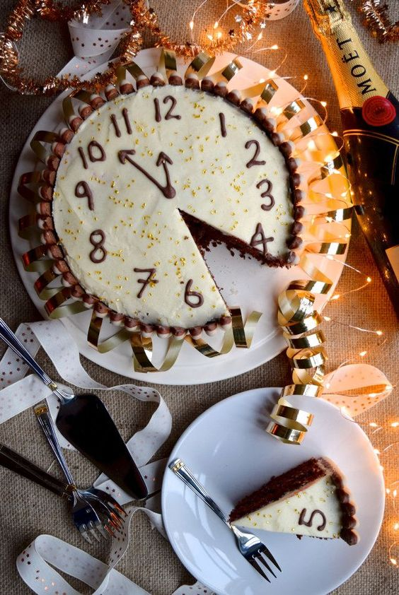 34 Clocked New Year Party Cake