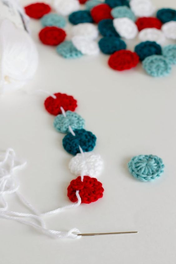 7 Christmas Garlands Free crochet patterns