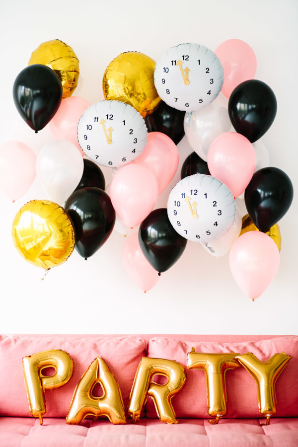 9 DIY CLOCK BALLOONS FOR NEW YEARS EVE