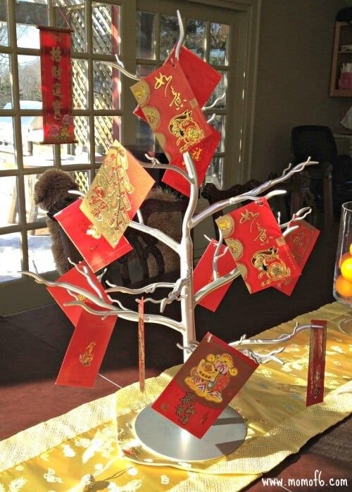 1 The tree full of Red envelopes