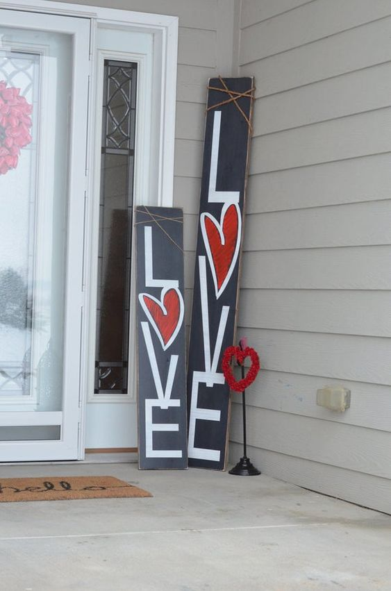 2 Valentines Day Decorations