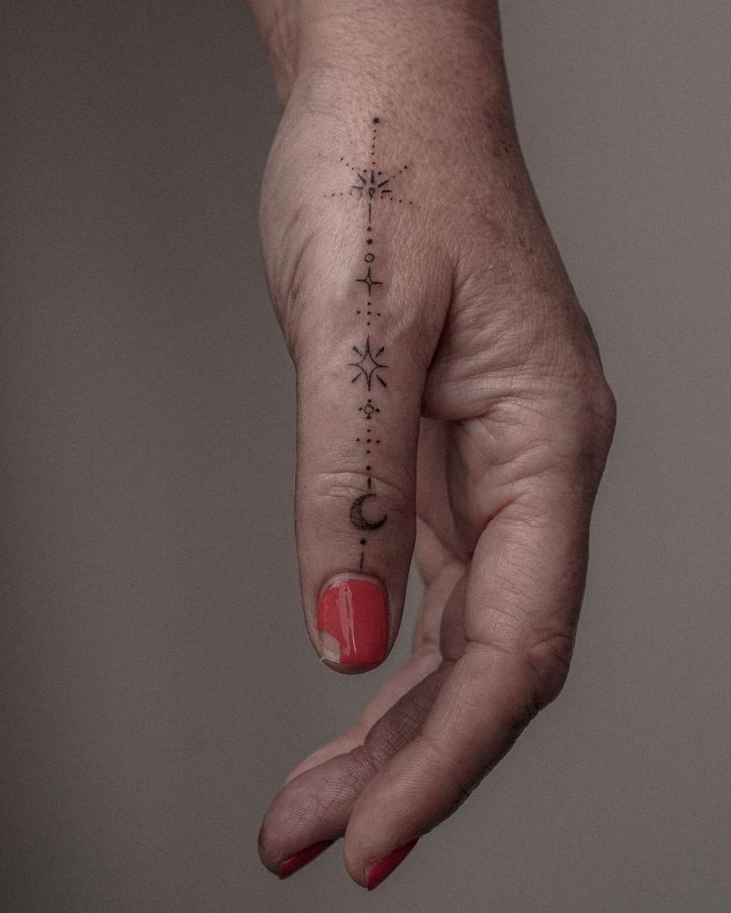 30 Pretty Finger Tattoos You Must Try