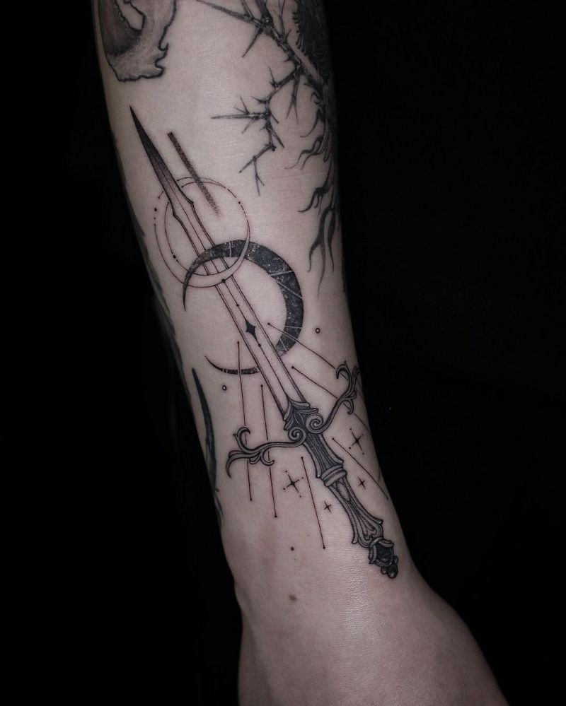 30 Beautiful Knife Tattoos to Inspire You