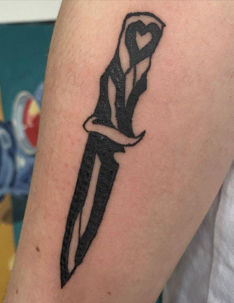 30 Beautiful Knife Tattoos to Inspire You